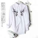 P02511 เสื้อคอปกแขนยาว กระดุมหน้า ผ้าฝ้ายเนื้อดี สีขาว ปักดอกไม้ หน้าสั้นหลังยาว
