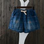 P04511 กางเกงยีนส์ขาสั้น เอวยางยืด กระเป๋าข้าง สีน้ำเงิน ปักลายเส้น