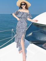 MAXI DRESS ชุดเดรสยาว พร้อมส่ง สีกรม ลายตัดสีขาวเก๋ สวยดูไฮโซมากๆค่ะ ดีเทลระบายเป็นชั้นช่วงคอเสื้อ กระโปรงบานพริ้วๆ ผ่าข้าง