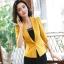 เสื้อสูทแฟชั่น เสื้อสูทสำหรับผู้หญิง พร้อมส่ง สีเหลือง คอปก แขนพับสามส่วน หัวไหล่ยกนิดๆ thumbnail 2