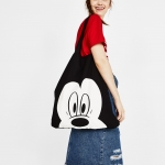 กระเป๋าสะพายไหล่ Bershka Mickey cartoon black literary cloth bag shoulder canvas bag tote bag 04643644800