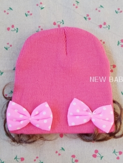 หมวกเด็กไหมพรมผู้หญิง แต่งโบว์ มีปอยผม สีชมพูเข้ม