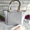 GUESS Women's Tote Bag สีขาวหนังซาฟเฟียโน่ free ถุงผ้า * สินค้า outlet