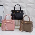 KEEP Gracias handbag พร้อมพู่ห้อย สวย น่ารัก #หนังรุ่นใหม่ค่ะ สินค้าแท้จาก Shop