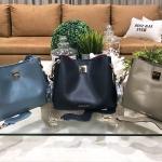 CHARLES & KEITH Wavy Strap Handbag มี 3 สีให้เลือกค่ะ *สินค้า outlet