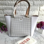 GUESS Women's Tote Bag สีขาวหนังซาฟเฟียโน่ free ถุงผ้า * สินค้า outlet