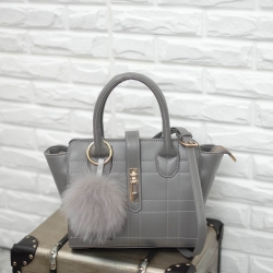 กระป๋า KEEP Hanger Style สีเทา ราคา 1,690 บาท Free Ems