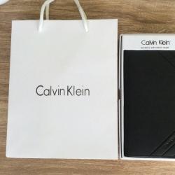 Calvin Klein Secretary With Interior Zipper Wallet (สีดำ) free กล่องและถุงกระดาษ