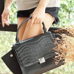 Fashion Outlet Style CL Medium Trapeze Black Berry