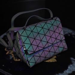 กระเป๋าถือสะพาย แฟชั่น Bao Bao รุ่นทรงหมอน 3 เหลี่ยม เปลี่ยนสีได้ น่ารักสมการรอคอย ขนาด 10 นิ้ว ราคา 1190 ส่งฟรี ems