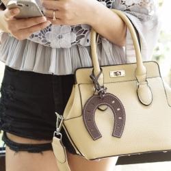 กระเป๋าแฟชั่น Toolbox Leather For Lady Bag สีครีม ฟรีพวงกุญแจ ราคา 1,290 บาท Free Ems