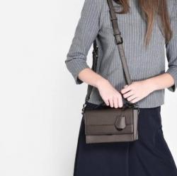 CHARLES& KEITH TOP HANDLE BOXY BAG กระเป๋าสะพายหรือถือ มินิ สีเมทัลลิก สวย