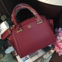 LYN Madison Bag สีแดง กระเป๋าถือหรือสะพายทรงสวย รุ่นใหม่ล่าสุด วัสดุหนัง Saffiano