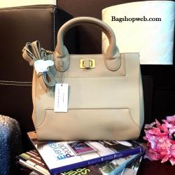 กระเป๋า CHARLES & KEITH TERN LOCK TOTE BAG 2016 สีเบจ กระเป๋าถือหรือสะพายรุ่นใหม่ชนช็อปดีไซน์สวยวัสดุหนังเรียบตัดหนังคาเวียร์ดูหรู