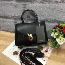 กระเป๋า Zara Crossbody Bag With Fastening Detail สีดำ ราคา 1,290 บาท Free Ems