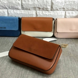CHARLES & KEITH Pouch Bag 2018 free ถุงผ้า มี 4 สีให้เลือกค่ะ