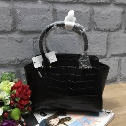 กระเป๋าถือสะพาย อยู่ทรงสวย ขนาดกำลังดี สีดำหนังลายจระเข้ CHARLES & KEITH CITY BAG CK2-50780253