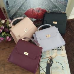 PEDRO กระเป๋าแบรนด์สิงคโปร์ในเครือ CHARLES & KEITH กระเป๋าถือทรงแข็งอยู่ทรง