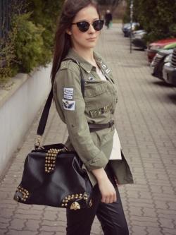 กระเป๋าสะพาย Zara Leather Bag With Studs สีดำ ราคา 1,290 บาท Free Ems