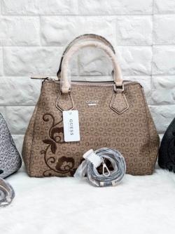 GUESS Curran Handbag พร้อมสายสะพาย มี 3 สีให้เลือกค่ะ