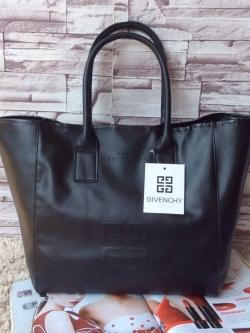 กระเป๋า Givenchy Black Soft Leather Shoulder Handbags (Limited edition!) กระเป๋าถือหรือสะพายพรีเมี่ยมของเเท้จาก Givenchy Perfume Counter