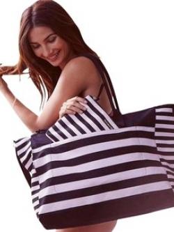กระเป๋าVictoria's Secret Weekender Large Duffel Bag ราคา 1,590 บาท Free Ems