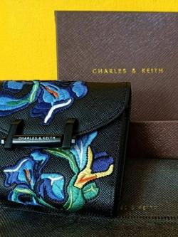 CHARLES & KEITH Short Wallet Van Goh Series