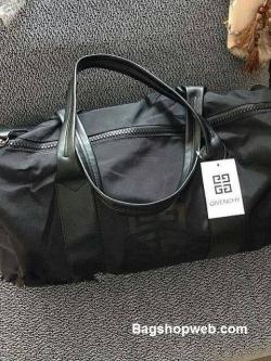 กระเป๋า Givenchy Black Oxford Fabric Travel Bag ราคา 1,090 บาท Free Ems