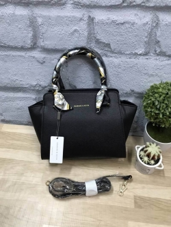 CHARLES & KEITH Mini Trapeze Bag free ถุงผ้า ผ้าพัน