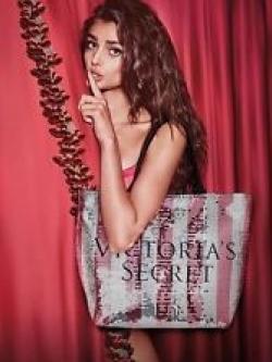 กระเป๋า Victoria's Secret Bling Sequin Large Weekender Tote Bag ราคา 1,290 บาท Free Ems