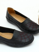 พร้อมส่ง รองเท้าคัชชูเตี้ย วัสดุหนังPUนิ่ม เป็นรองเท้าสุขภาพ ด้านหน้าแต่งเก๋ด้วยการเย็บไขว้ รอบๆรองเท้ามีการโชร์ฝีเย็บ