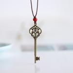 { พร้อมส่ง } สร้อยคอจี้รูปกุญแจ สีทองแดง