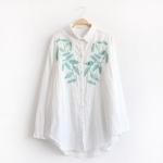 เสื้อเชิ้ตผ้าฝ้ายสีขาวแขนยาว ปักแต่งลาย