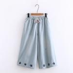 กางเกงยีนส์ขาบานเอวยืด ปักลาย (มีให้เลือก 2 สี 2 ไซส์)