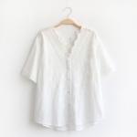 เสื้อเบลาส์สีขาวแขนสั้นปักแต่งลูกไม้/ฉลุลาย