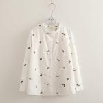 เสื้อเชิ้ตสีขาวแขนยาว ปักแต่งลายดอกไม้ (มีให้เลือก 2 ไซส์)