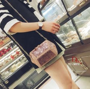 กระเป๋าครัช กระเป๋าออกงาน ดีไซน์เย็บประดับผ้ากริตเตอร์เล่นแสง [สีชมพู ]