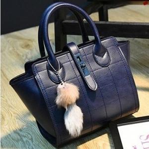 กระเป๋าถือแฟชั่น กระเป๋าสะพายผู้หญิง ประดับอะไหล่รมดำ [สีน้ำเงิน ]