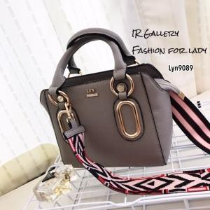 กระเป๋าถือ กระเป๋าสะพายข้างผู้หญิง งานชนช็อปวัสดุหนังพียูคุณภาพพรีเมี่ยม Lyn Reese s [สีเทา ]