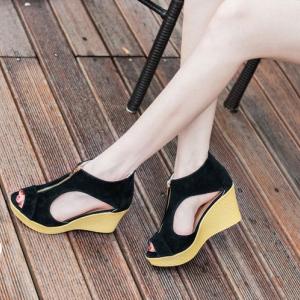 รองเท้าส้นเตารีดรัดส้น หุ้มข้อ แต่งซิป [สีดำ ]