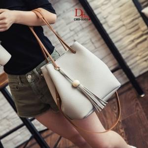 กระเป๋าสะพายแฟชั่น กระเป๋าสะพายข้างผู้หญิง ประกอบด้วยกระเป๋า2ใบ ประดับพวงกุญแจพู่น่ารัก [สีเทา ]