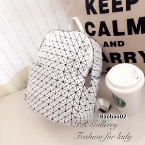 กระเป๋าเป้ผู้หญิง กระเป๋าสะพายหลังแฟชั่น Issey Miyake Bao Bao [สีขาว ]