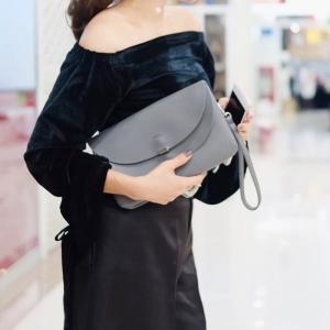 กระเป๋าคลัทช์ กระเป๋าถือผู้หญิง ฝาพับ ด้านในเป็นกำมะหยี่ [สีเทา ]