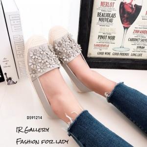 พร้อมส่ง รองเท้าผ้าใบผู้หญิงสีเทา พียูนิ่ม แต่งอะไหล่ดอกไม้ตอก แฟชั่นเกาหลี [สีเทา ]