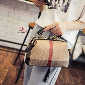 กระเป๋าถือ กระเป๋าสะพายข้างแฟชั่น นำเข้า Style Burberry [สีดำ ]