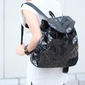 กระเป๋าเป้ผู้หญิง กระเป๋าสะพายหลังแฟชั่น ขนาดกำลังพอดี ISSEY MIYAKE BAO BAO [สีดำ ]