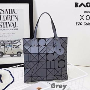 กระเป๋าถือ กระเป๋าสะพายข้างแฟชั่น งาน BAOBAO ทรงสีเหลี่ยม [สีเทา ]