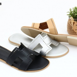 พร้อมส่ง รองเท้าแตะส้นเตี้ย หน้าสวม สไตร์แบรนด์ดัง SB07-28-BLK [สีดำ]