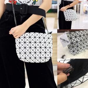 กระเป๋าสะพายแฟชั่น กระเปาสะพายข้างผู้หญิง bao bao mini Logo สายโซ่ [สีขาว ]