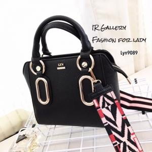 กระเป๋าถือ กระเป๋าสะพายข้างผู้หญิง งานชนช็อปวัสดุหนังพียูคุณภาพพรีเมี่ยม Lyn Reese s [สีดำ ]